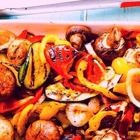 mezcla de vegetales en parrilla eléctrica